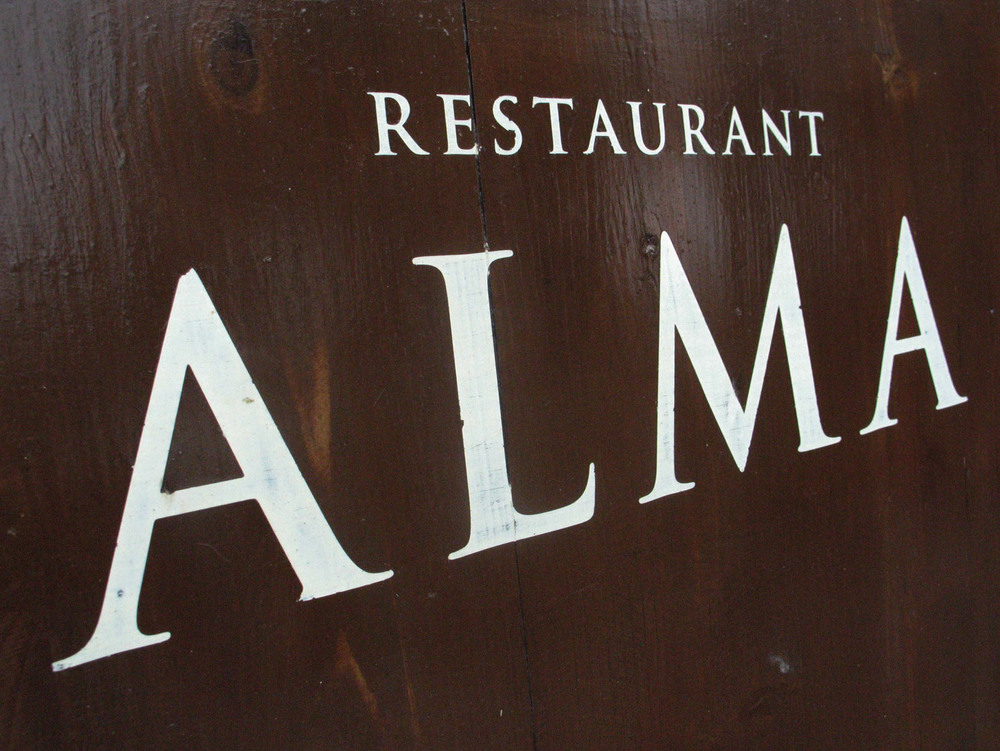 Restaurant-Alma-Sign-01.jpg