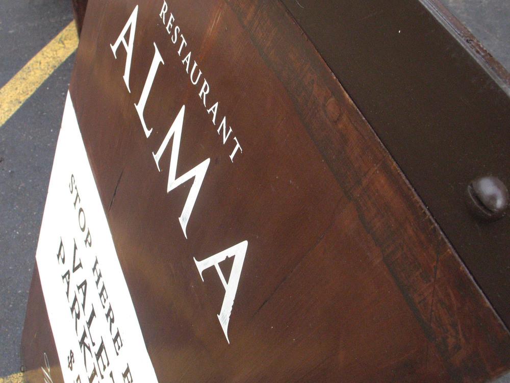 Restaurant-Alma-Sign-04.jpg
