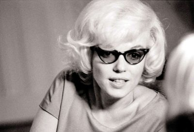 Marilyn Monroe in cat eye sunglasses