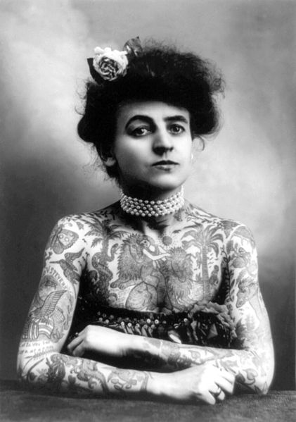 421px-Woman_with_upper_body_tattooed_1907_cph.3a01441