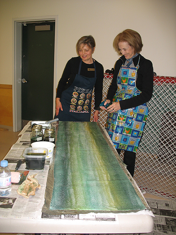 Pam (left) and Stephanie Dyeing material in class