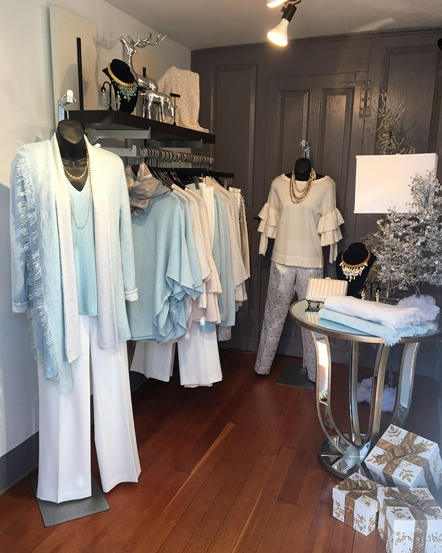 Our Foyer is icy so we dressed it in Cashmere to keep it toasty in here ☃️🌨 If the snow storm also caught you by surprise, come down to TBC to cover yourself in our beautiful cashmere pieces!