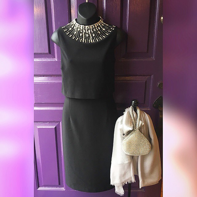 What's your Oscar night outfit? ✨🥂🍾Pull an Audrey Hepburn, and try on a little black dress from Tracy Brent Collections. 👑 Dazzle up your outfit with a diamond handbag 💎 and get ready to be the Audrey of your party!