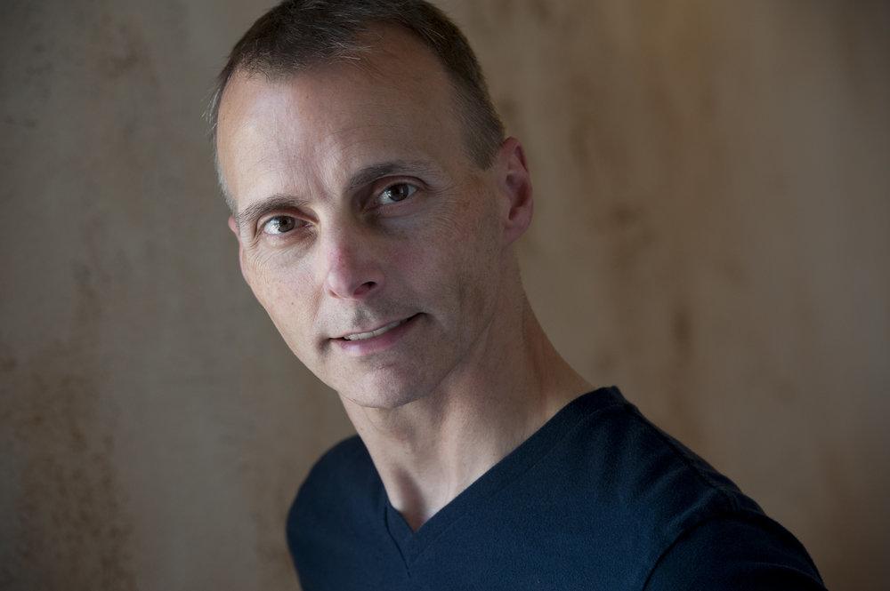 Thomas (Todd Wallrauch)