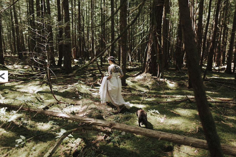 I love these woodsy shots! | Photo by Tomasz Wagner Photo + Films via Rock n' Roll Bride