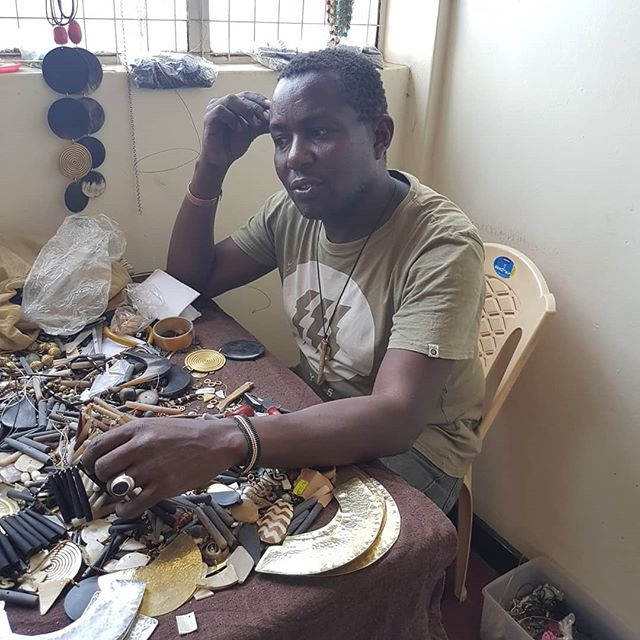 Workshop of Steve Mwangi (Mwass). He learned to make jewelry through his mother and aunt. While maintaining his maasai and kukuyu traditions, his work is unique and contemporary. We have gathered a few items for our spring line. Stay tuned #supportingartisans #handmade #handmadejewelry