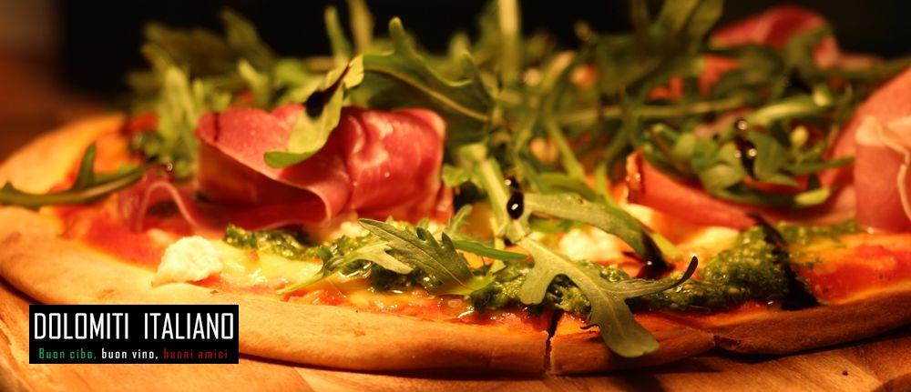 Dolomiti prosciutto pizza