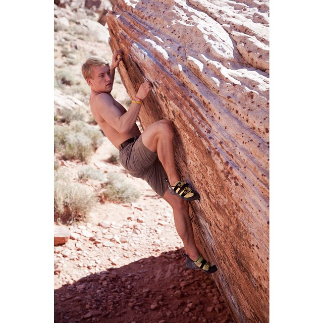 Bobby climbing Potato Chip, The Red Rocks, Las Vegas. #evolv #vegas #climbing #americasclimber @evolvusa