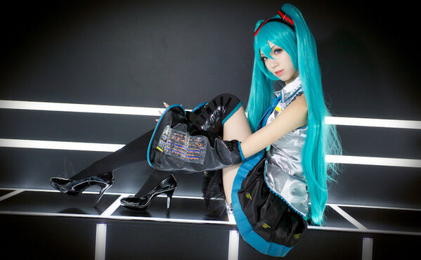 """This  #HatsuneMiku   #Cosplay  is amazing! More cosplay by special creator Alice's here:  (link: http://otakumode.com/alice/posts) otakumode.com/alice/posts   #vocaloid ""   Twitter Post"