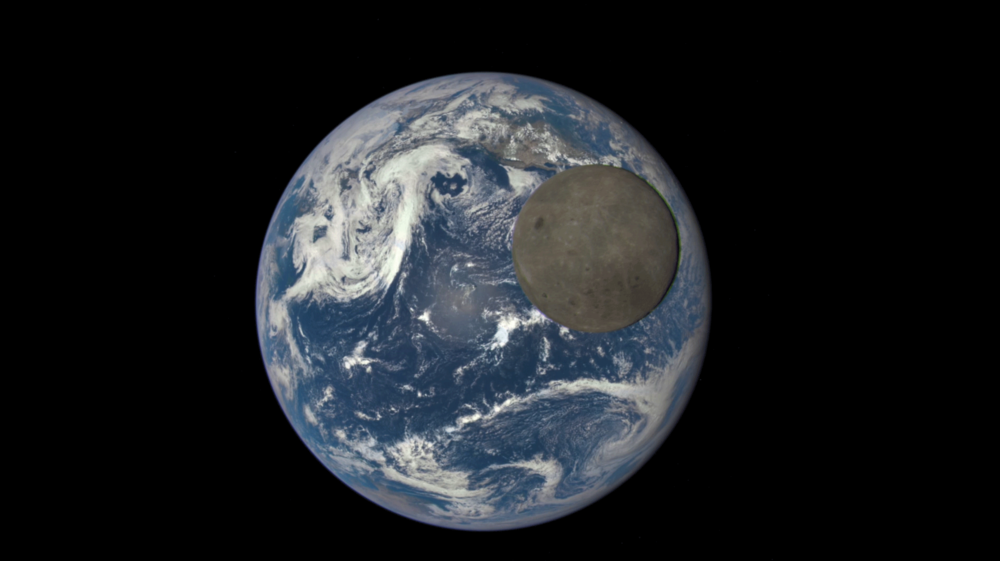Extraordinary image of the Moon and Earth by Nasa