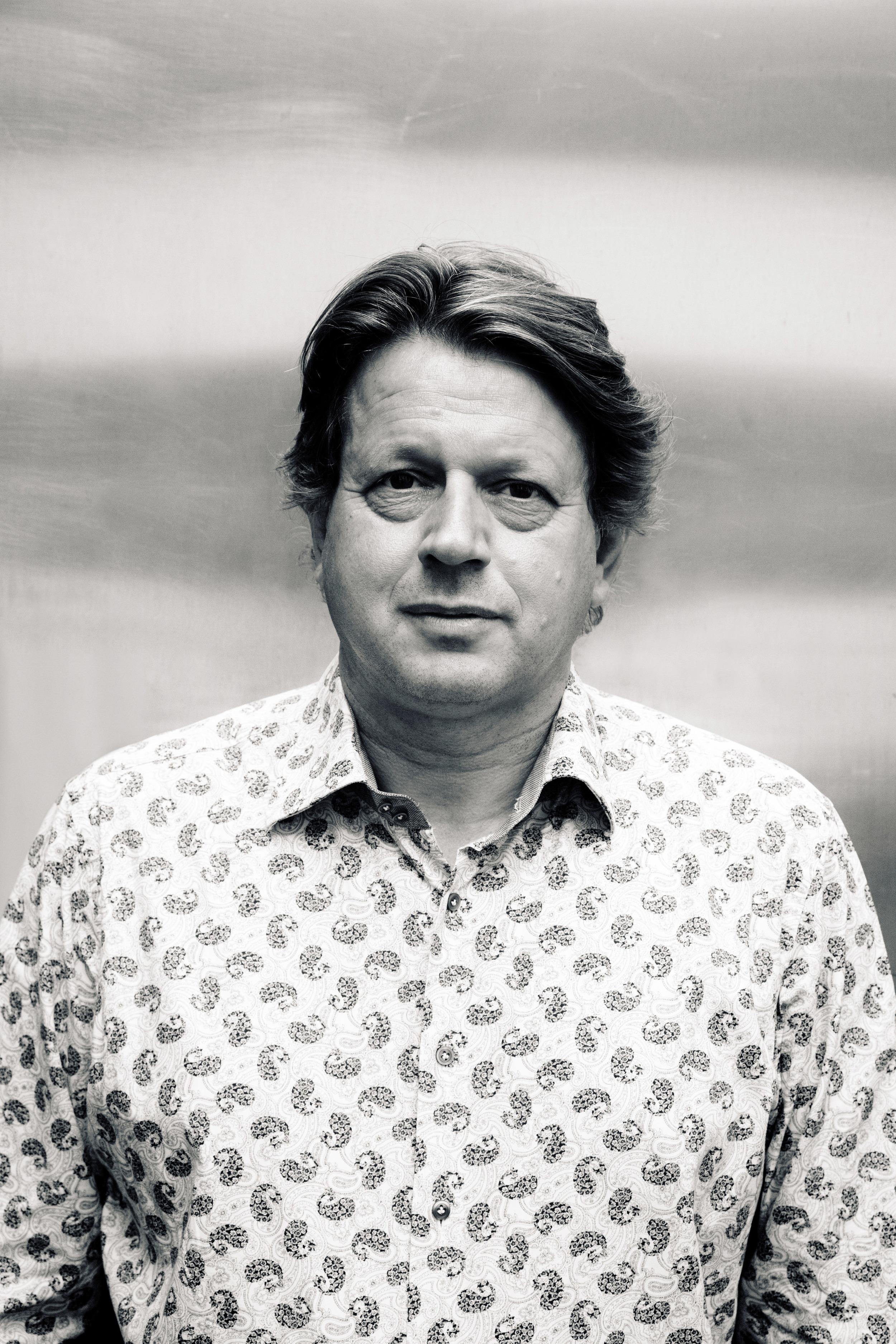 Peter F Hamilton