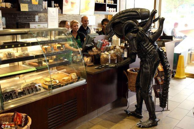 An alien in Starbucks, from @booksnineworlds