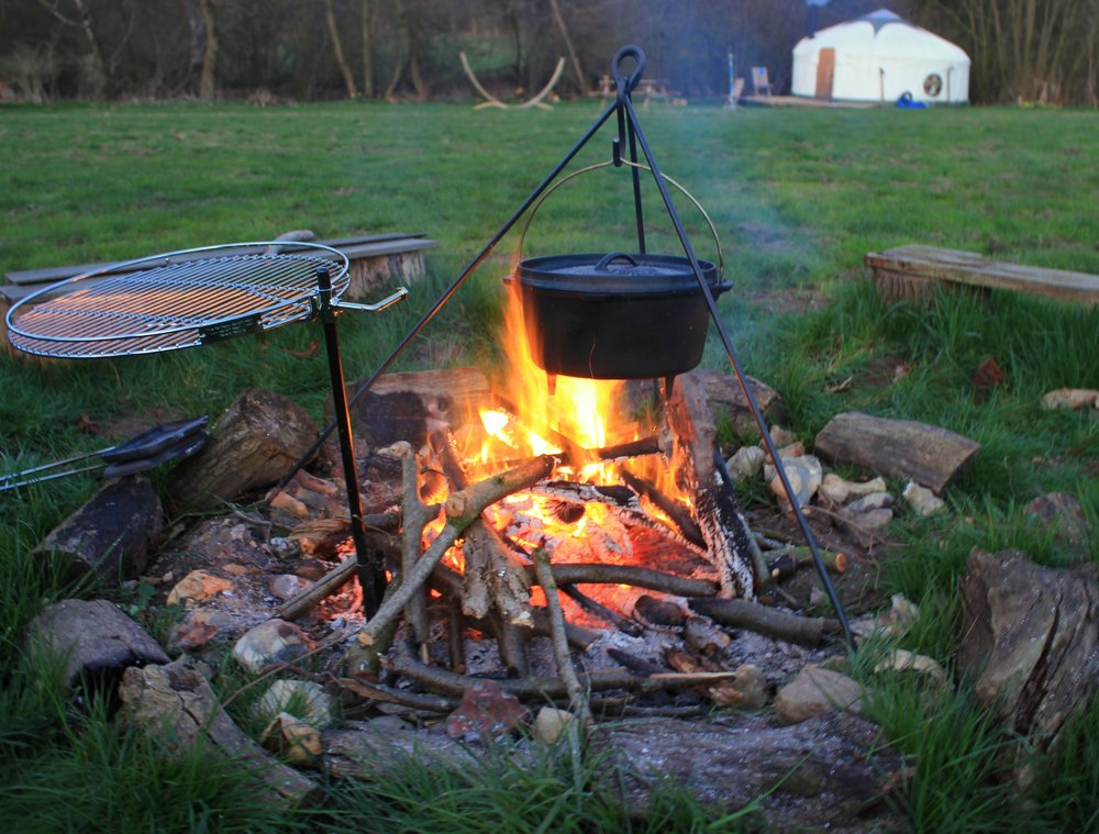 Campfire cooking pot medium.jpg