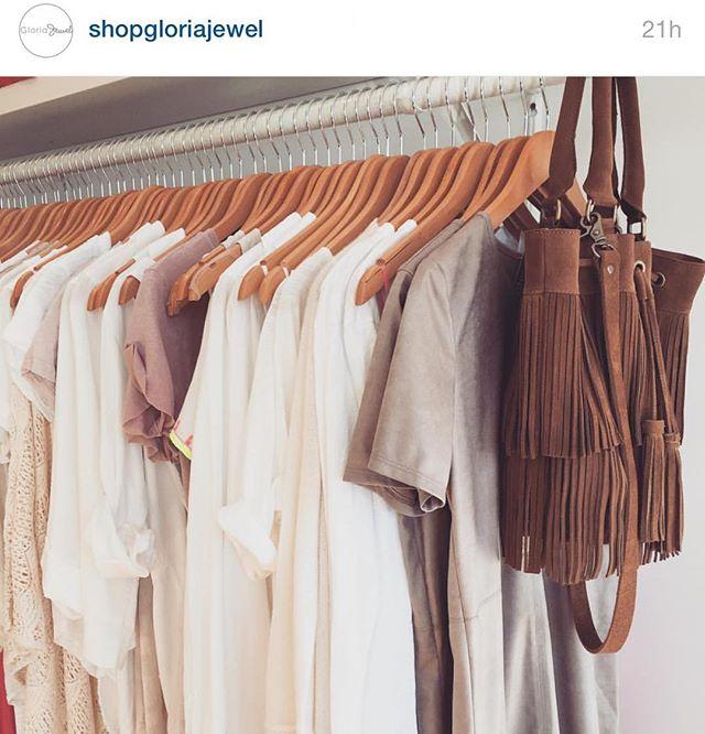 Our Tallulah in habano brown is looking ready for a getaway to the tropics 🌴🌴🌴 @shopgloriajewel #resort16 #fringebag #getaway #fringe