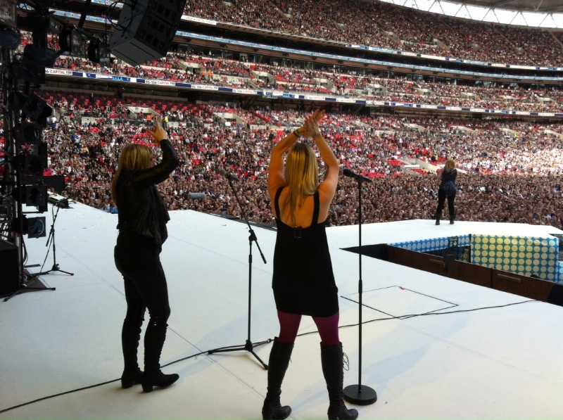And just for funsies...here's one of us singing with Kelly right after Coldplay! Such awesome memories.