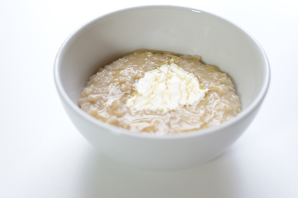 creamy porridge with honey