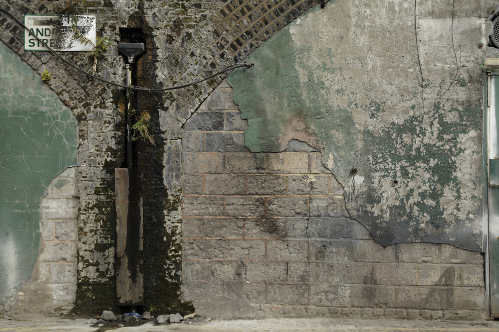 Andre St E8 from the series Railway Arches, 2014 C-print aluminium mounted / 42 x 60 cm