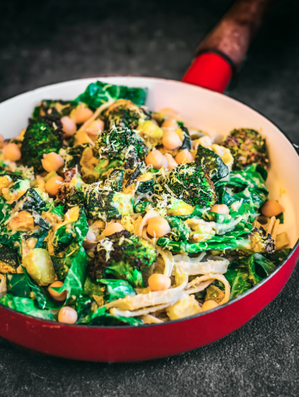 Creamy Hummus and Greens Pasta -