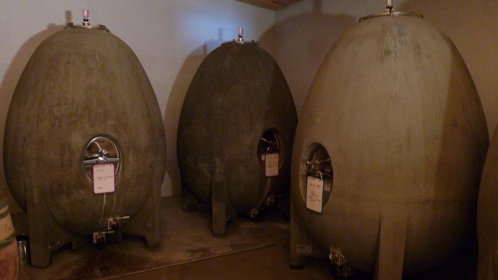 Maris concrete eggs - Jacques Herviou.JPG