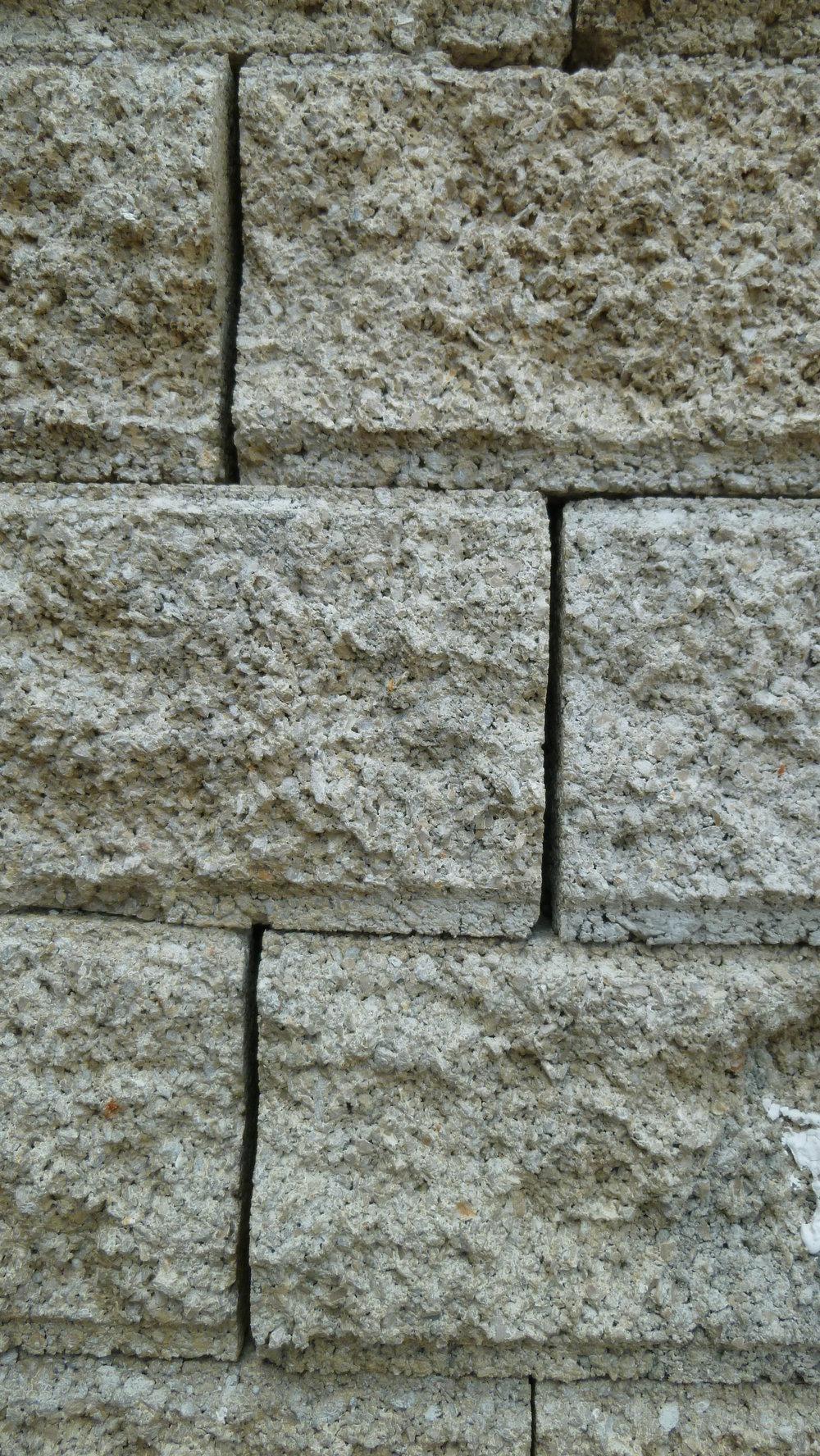 No poured concrete retaining wall - Jacques Herviou.JPG