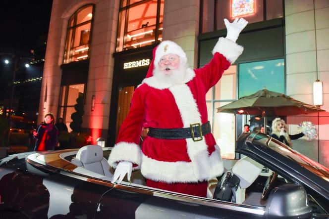 Waving-Santa.png