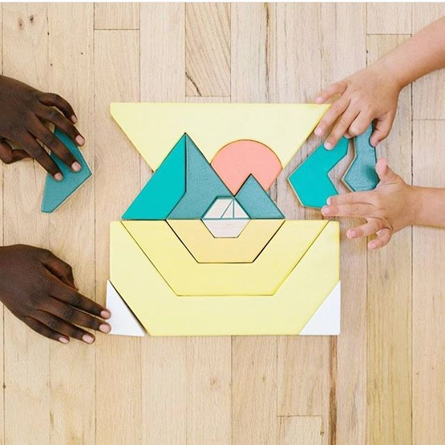 How cool is this wood puzzle?! 😱😍 I love everything about it; shapes, colors, and the fact that it was designed by @madebyfell. Go to @tinkerton.toys to see the other color options and GET YOURSELF ONE!