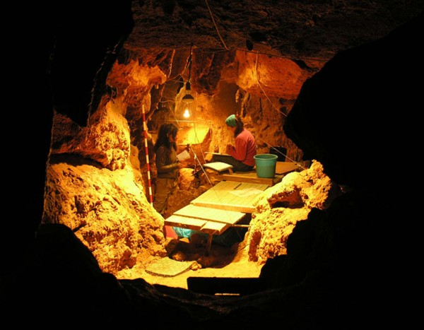 RESEARCHERS IN EL SIDRON CAVE
