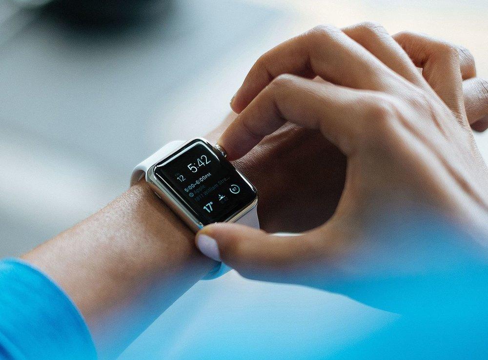 1920px-Smartwatch-828786.jpg