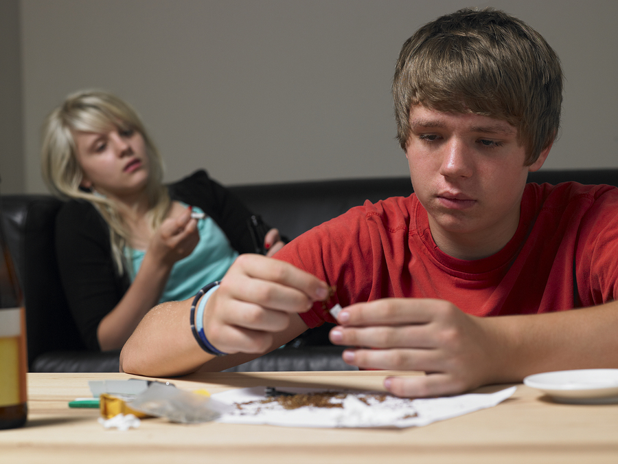 bigstock-Teenage-Couple-Taking-Drugs-At-13909076.jpg