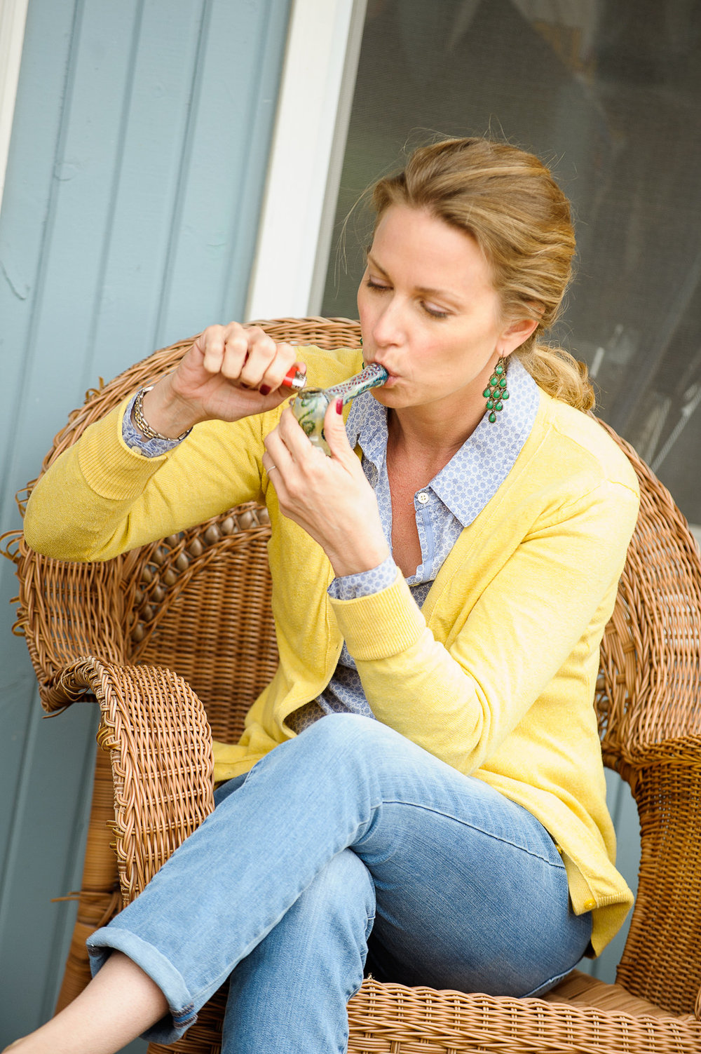 white-female-inhaling-marijuana-pipe_4800.jpg
