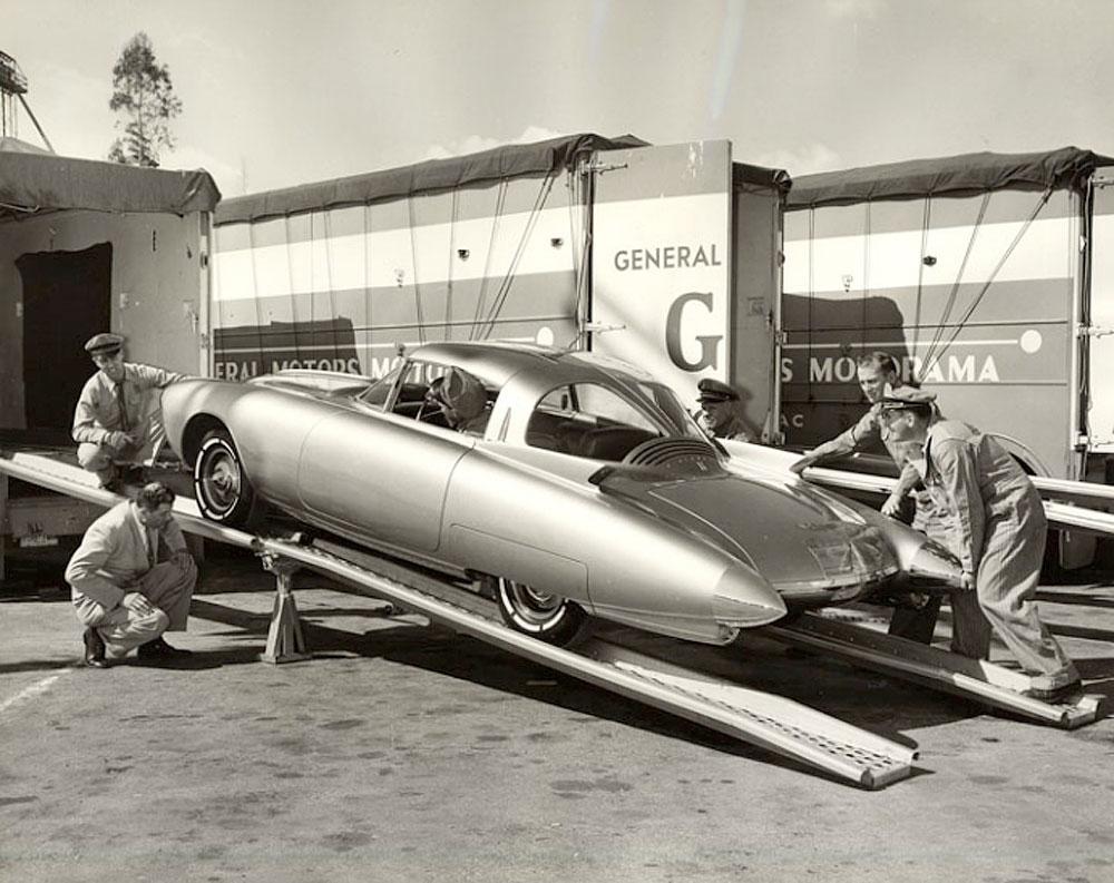 Golden-Rocket-disembarking.jpg