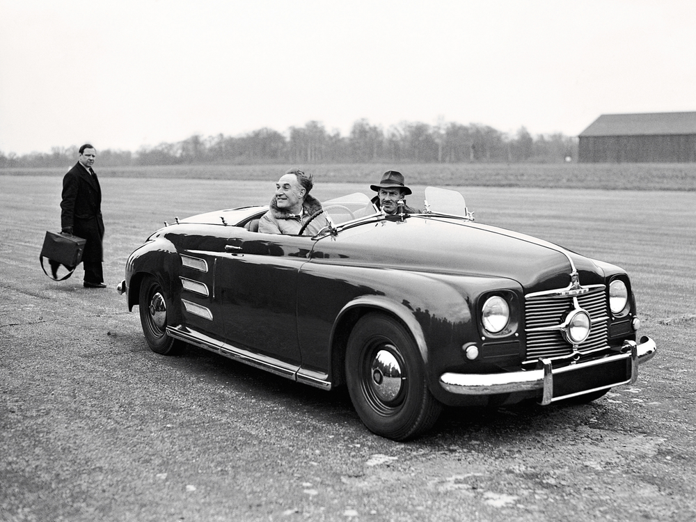 1950-Rover-Jet-1-in-field.png
