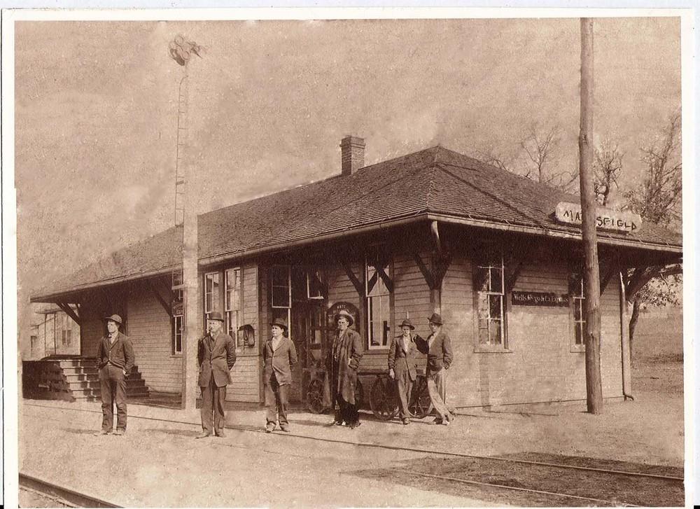 82322 Mansfield Depot c 1915-remastered .jpg