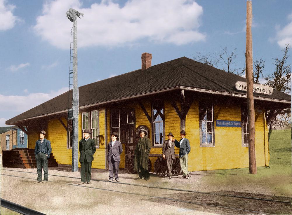 82322 Mansfield Depot c 1915-remasteredcolor .jpg