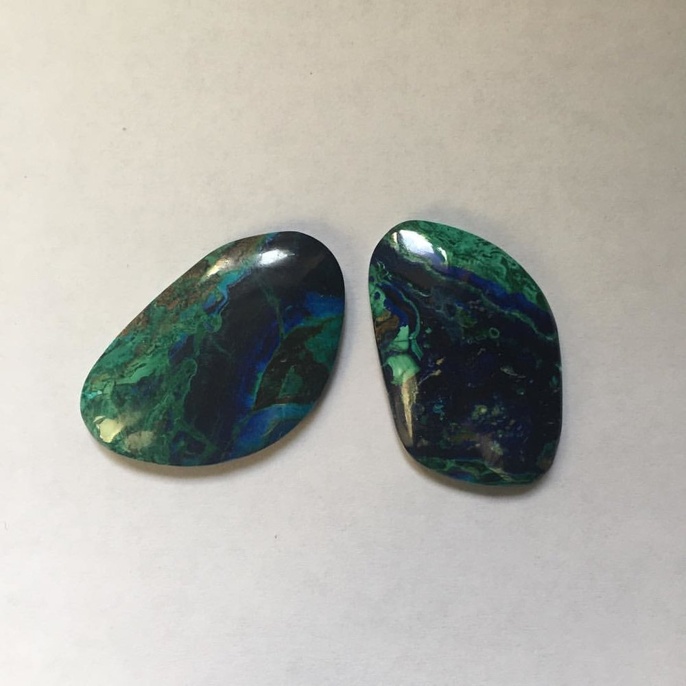Sunday is for Stone Lovers. Relaxing and connecting with stones. How to pick an Azurite-Malachite. So much beauty. Is there a greater inspirer than the gifts found in the Earth? #charltonandlola #earthlymagic #soulsunday (at New York, New York)