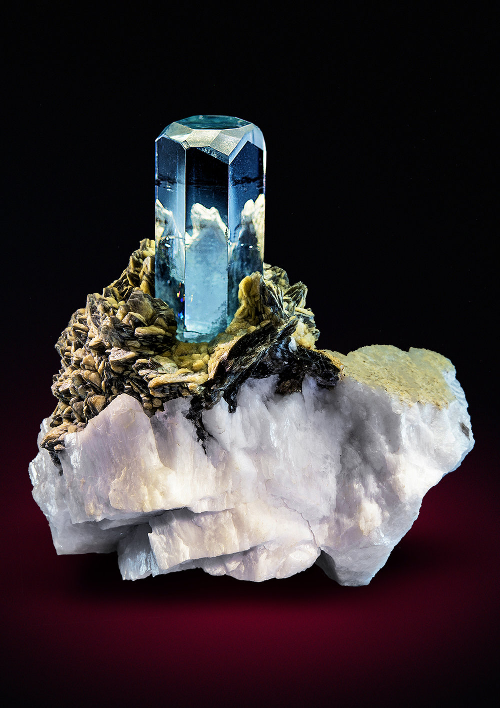 bijoux-et-mineraux: Aquamarine on Feldspar with Muscovite Watch Video Isn't this just amazing?