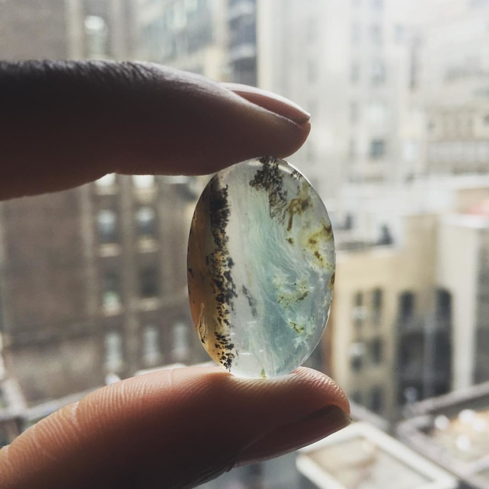 I ain't mad at this life. Shopping for something special. 🤔 #stonerockwoman #passionofloslola #opal #naturelover #crystallover #atwork #tuesdaymotivation (at New York, New York)