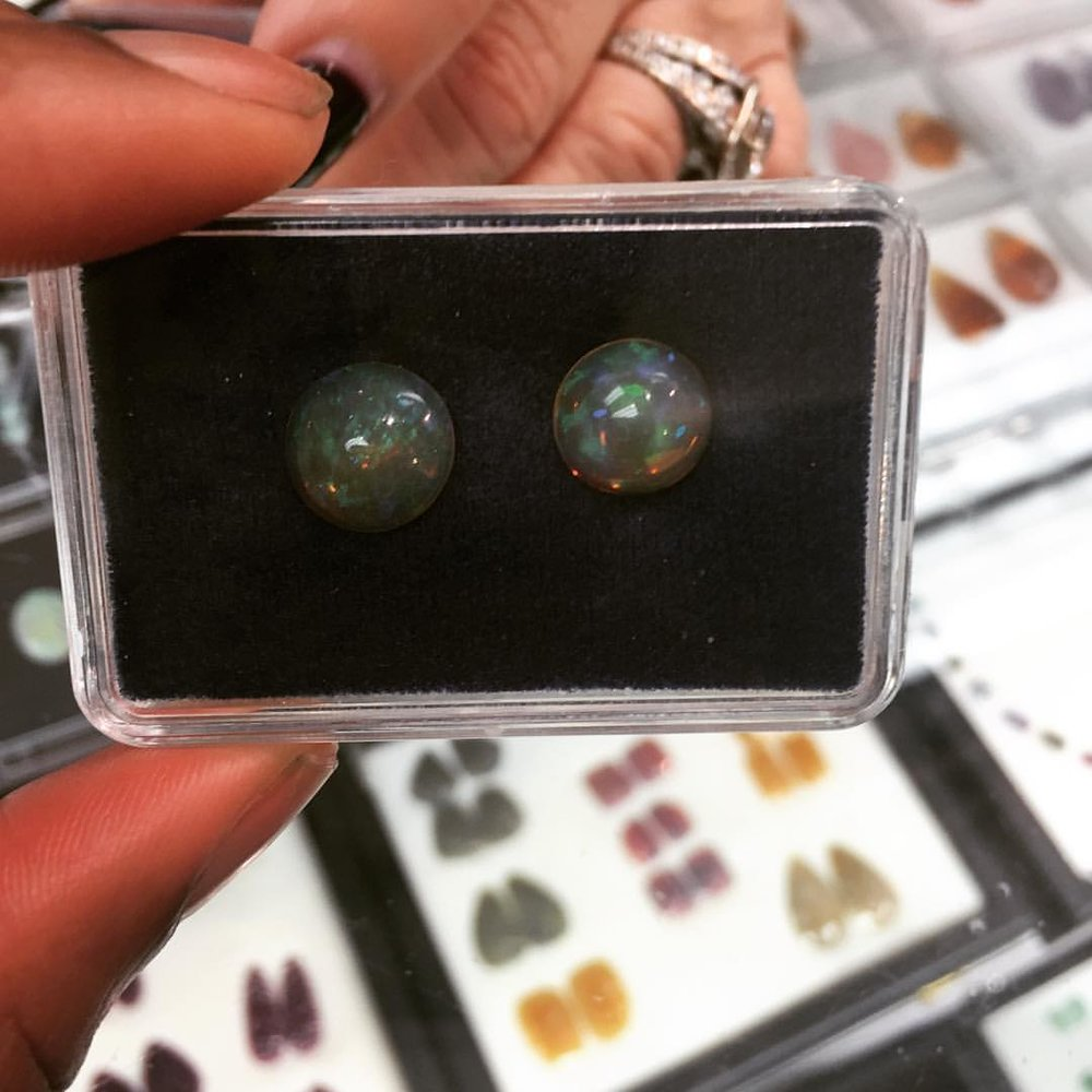 Fiyah! Fall is knocking at the door. How do we feel about these fire opals as button earrings for a Fall Look? #jotd #jeweleylover #jewelryaddict #fireopal #opal #crystallover #naturelover (at New York, New York)