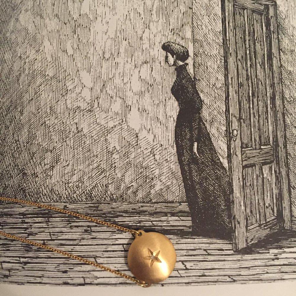 Bedtime Stories…The West Wing by Edward Gorey (14k Star Pendant, on the website.) #charltonandlola #nightnight #bedtimestories #edwardgorey #weirdgood #newyorkcity #lovegoldlive #readlist #star #necklaceoftheday #jotd (at New York, New York)