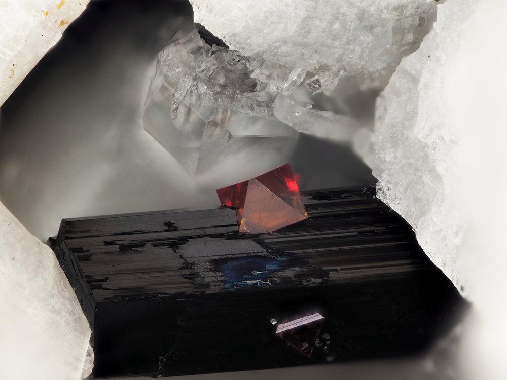 ifuckingloveminerals: Fluornatropyrochlore, Ferro-katophorite Água de Pau Volcano, Água de Pau Massif, San Miguel Island, Azores District, Portugal What is this perfection.