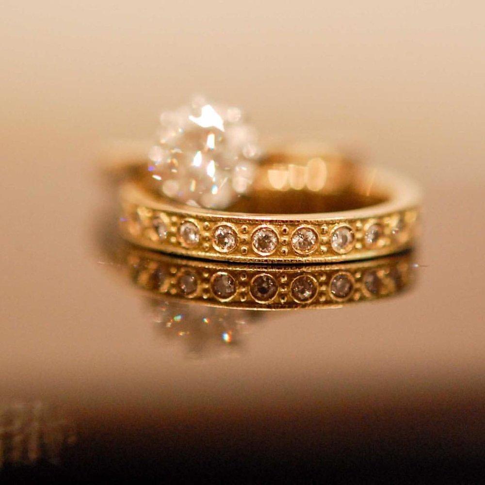 Old World Beautiful. Nothing beats a bead-setting. info@charltonandlola.com #charltonandlolaweddings #weddingring #fallinlove #heirloom #bridal #munaluchibridal #dreamweddings (at New York, New York)