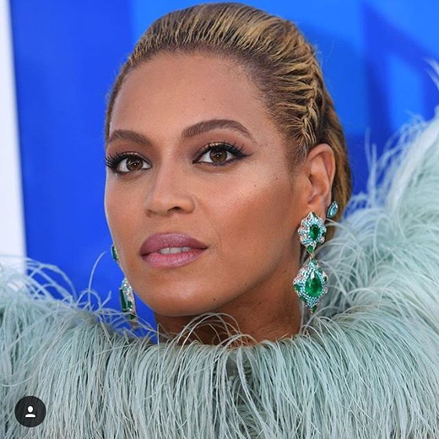 I mean! Half the fun of watching that silly show was tweeting with @theadventurine and the free @beyonce concert! (at New York, New York)