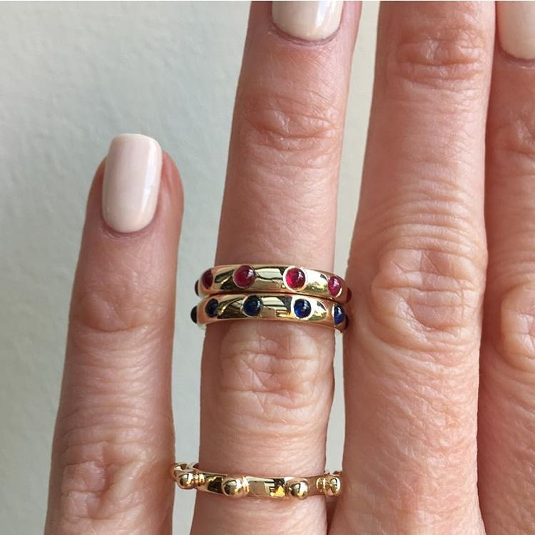 I just need to hire @jewellerydreaming to be my hand adornment model! She just makes it look so easy. #charltonandlola #jotd #jeweleryaddict #jewlerylover #stacksarethenewblack #showmeyourrings #japarings #stackingrings #easybreezybeautiful #heirloom #candycrush (at New York, New York)