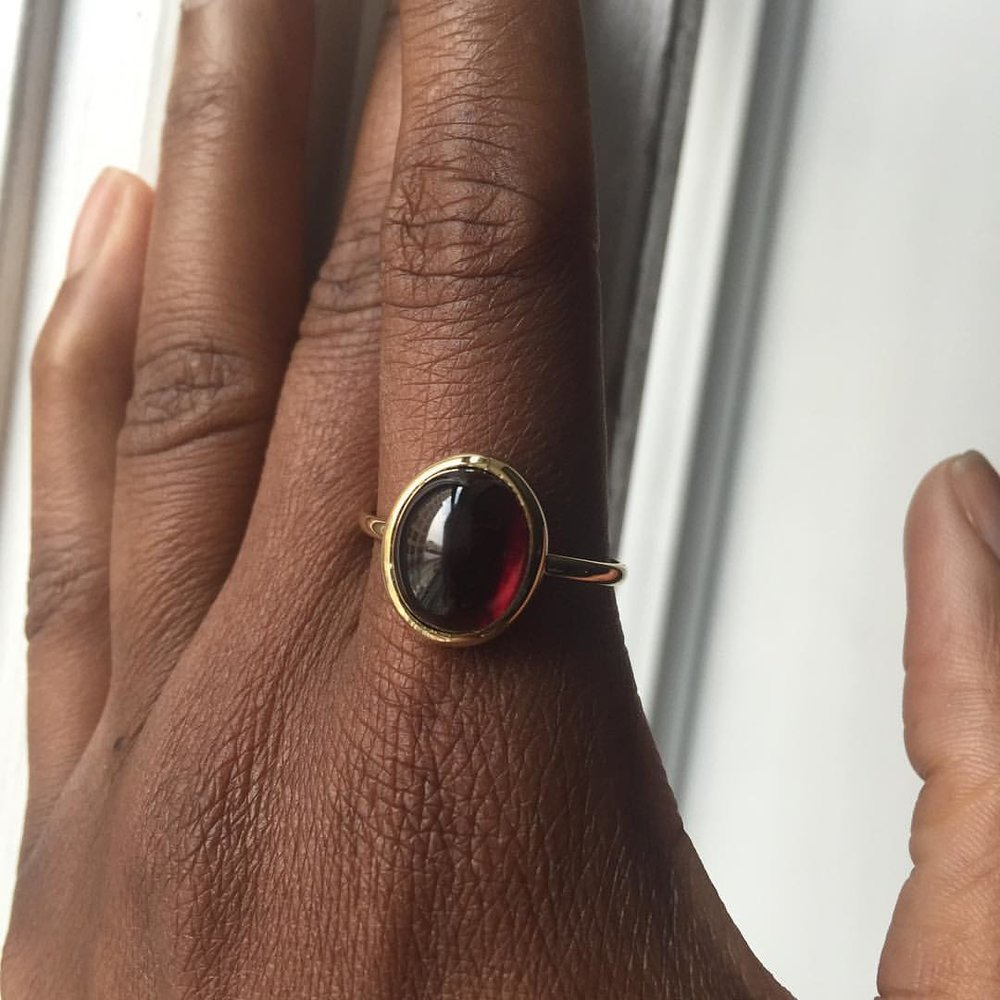 I like 'em thick, round and juicy! Blood Red is even better. Someone is getting really lucky! Our Mozambique garnets I handpick myself. Yum yum. Our 18k gold cabochon rings. Perfect accent to your index finger or pinkie finger. Well, that's my style. How do you wear yours? Ask me about this ring. DM or info@charltonandlola.com. #charltonandlola #sirmixalot #mozambique #garnet #stylefiles #jewleryaddict #jewelrylover #bloodred #powerring #rootchakra #transformation #spiritjunkie (at New York, New York)
