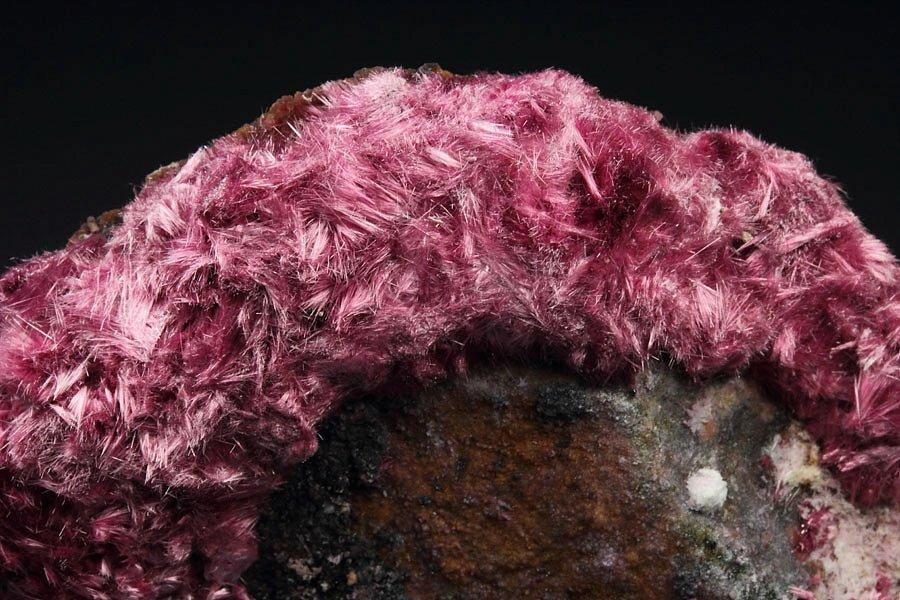 ifuckingloveminerals: Erythrite Mount Cobalt Mine, Selwyn District, Mount Isa - Cloncurry area, Queensland, Australia Amazing
