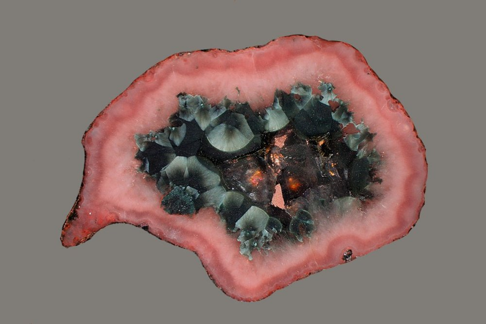ifuckingloveminerals: Pumpellyite, Copper, Quartz, Chalcedony var: Agate St. Louis Mine Exploration, Laurium, Houghton Co., Michigan, USA Holy Shit! Gorgeous.