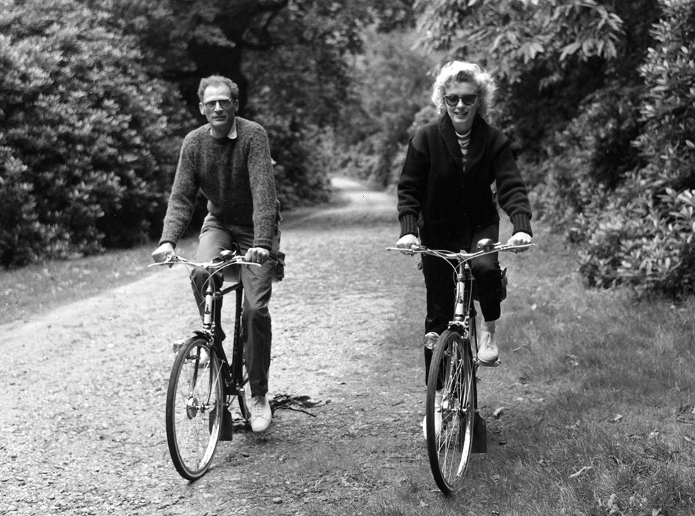 swinginglamour: Arthur Miller and Marilyn Monroe photographed on 13th August, 1956 by Harold Clements. 20th Century Couples.
