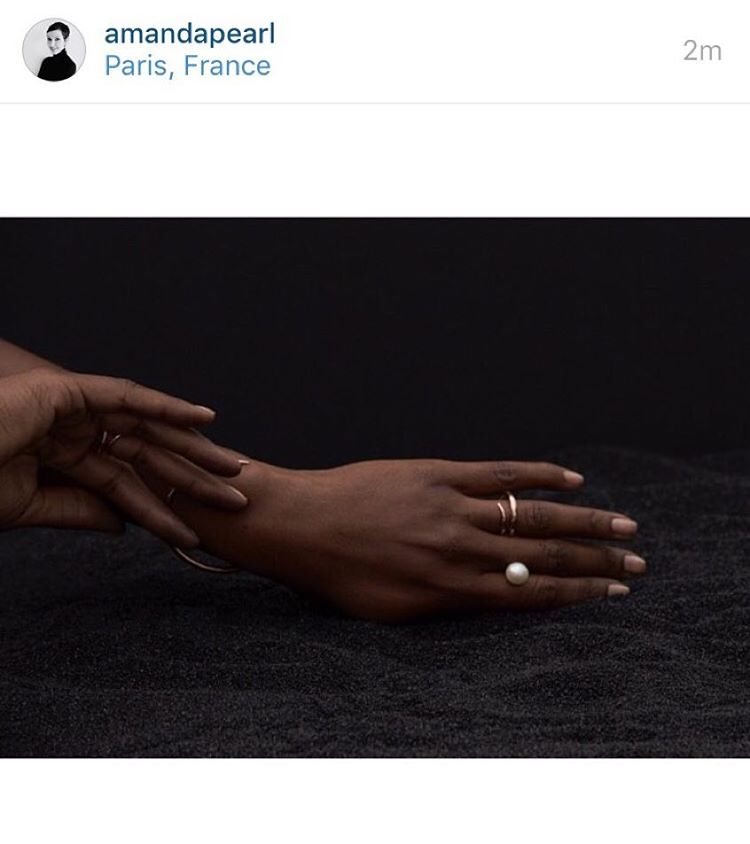Sometimes you gotta share your hands. If you are in #Paris, check out @amandapearl currently on display at #PremiereClassParis, booth #C52. Isn't that a great pearl ring? (Image: @kataboos) #PFW #jewelry #blacksand #dreams (at Paris, France)