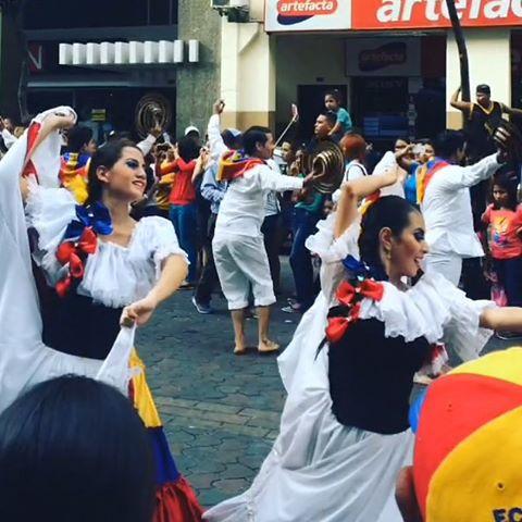 Feliz 9 de octubre desde la avenida 9 de octubre! #independenceday #guayaquilesmidestino