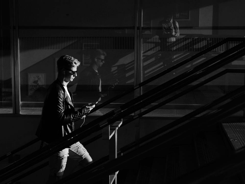 A 4Kphoto of a young boy and his relfection taken using LUMIX G7 camera at Kings' Cross station in London